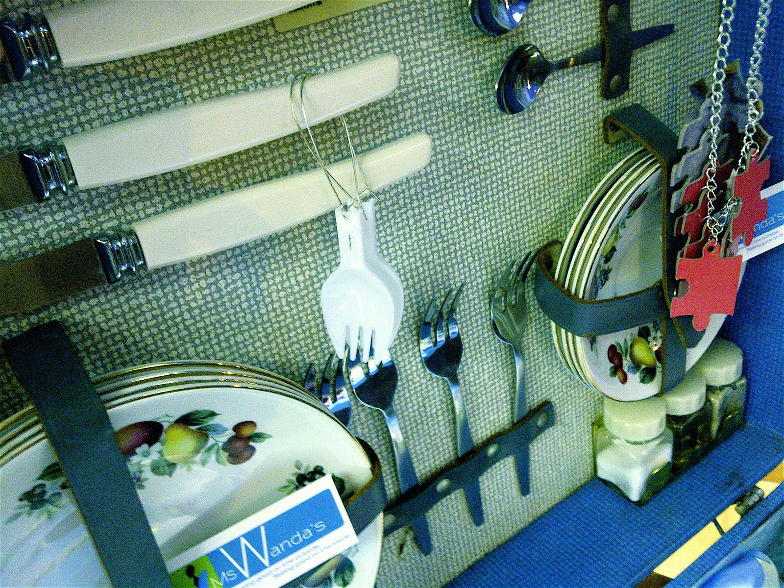 http://1.bp.blogspot.com/-IOgCXRJUm7E/TmoU6xLnYxI/AAAAAAAAAj0/BFVKktWXofc/s1600/my+fork+earrings.jpg
