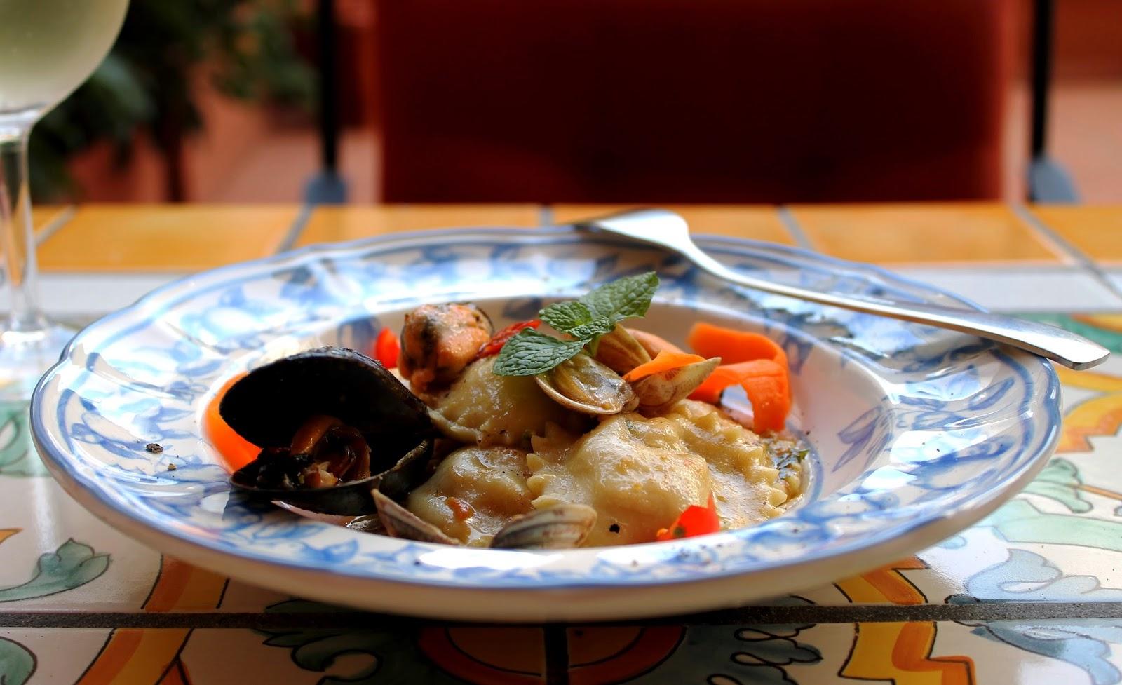 Ravioli di pesce con vongole e pesto di pistacchi