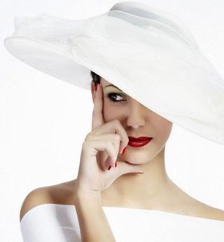 تعرف على صفات المرأة الجذابة من خلال برجها - امرأة تجميله ترتدى تلبس اللون الابيض - beautiful woman girl in white