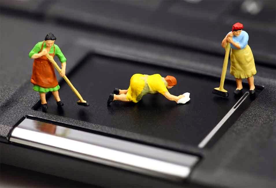 Ukoliko redovno čistite vaš laptop, on će sigurno mnogo bolje i duže raditi, jer nagomilani slojevi prašine unutar računara može izazvati brojne kvarove koji nastaju usled pregrejavanja laptopa.