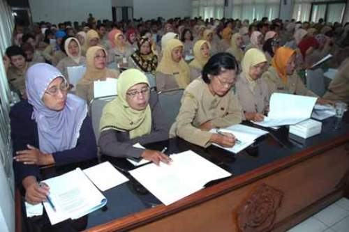 Sertifikasi dan Tunjangan Profesi Guru Diurus Pusat