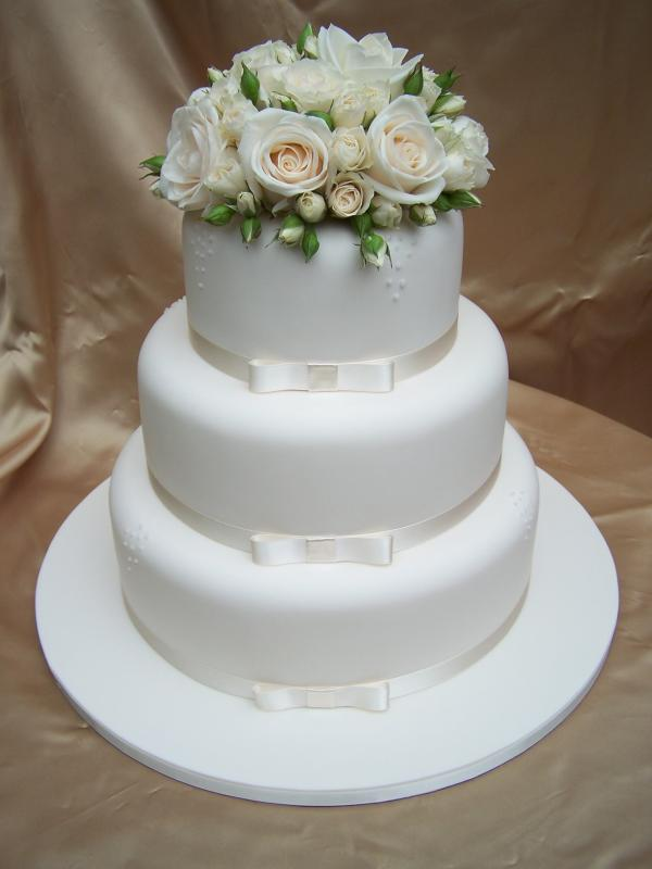 Gorgeous Wedding Cakes With Fresh Flowers From Cake Of Your Dreams
