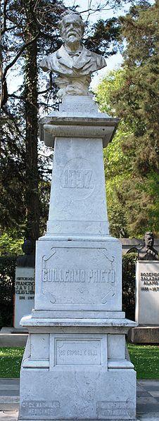 Busto de Guillermo Prieto en su tumba