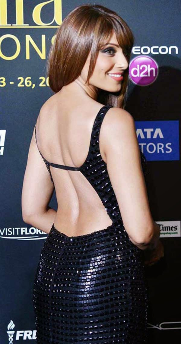 Bipasha Basu in Rocky S gown at IIFA 2014