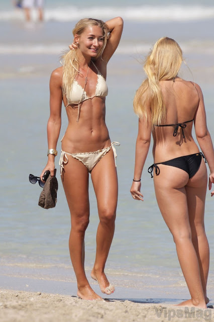 hot Petra Benova sexy tight bikini ass, cameltoe candids, with her pretty sister at Miami beach - pic 1