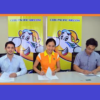 Lazada, CEB, and Zalora signing the partnership agreement