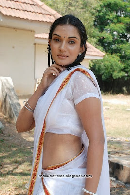 Beautyful Stills Honey Rose wet saree navel show stills Pretty