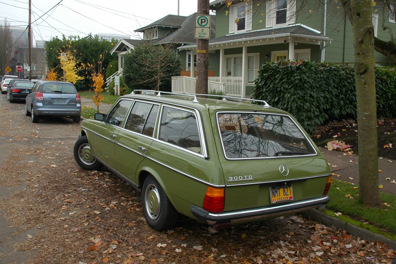 Old parked cars 1978 mercedes benz 300td wagon for Mercedes benz 300 td