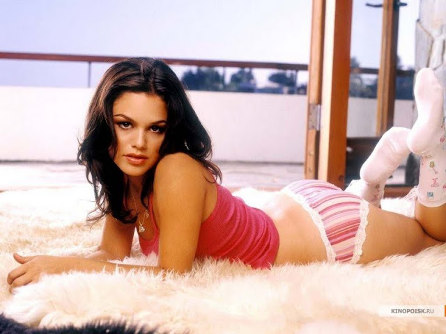 Rachel Bilson sexy in lingerie
