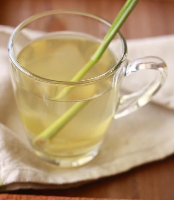 Ginger Lemongrass Spiced Tea by SeasonWithSpice.com