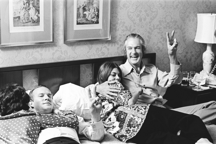 Tommy smothers with rosemary and timothy leary gives the peace sign