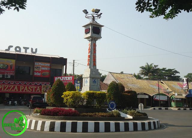 Tugu Lampu Satu. depan Rs. PTPN VIII, di Pertigaan antara jalan Otto Iskandardinata, Wangsa Gofarana dan Suprapto.