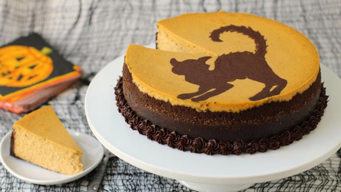 Homemade Halloween Cheesecake | HungryHappenings.com