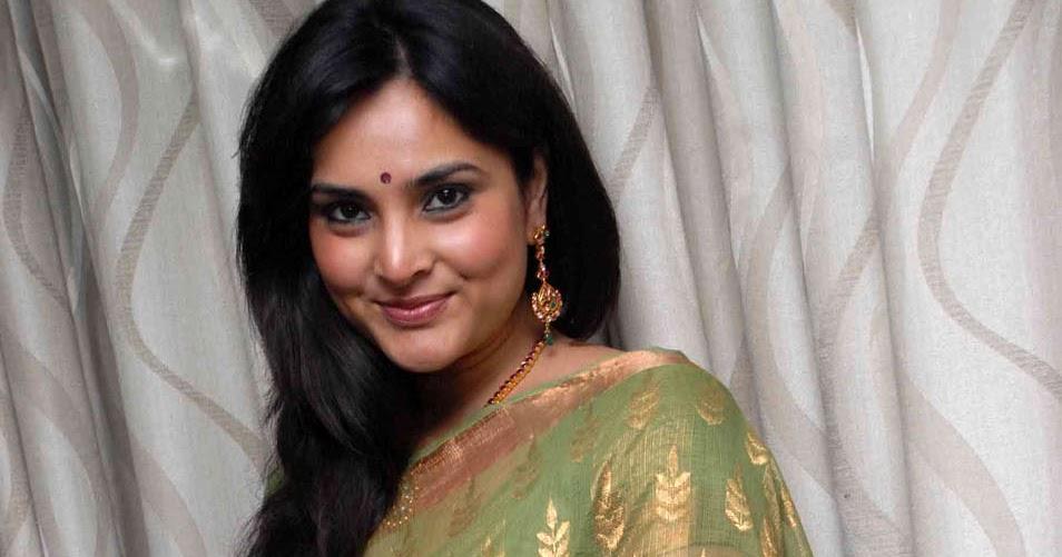 Telugu Cinema Wallpapers: Actress Ramya Stills Gallery