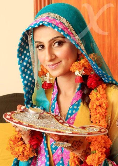 Mehndi Outfits Women Pakistani