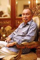 Profil Iwan Tirta (Designer Batik Indonesia)