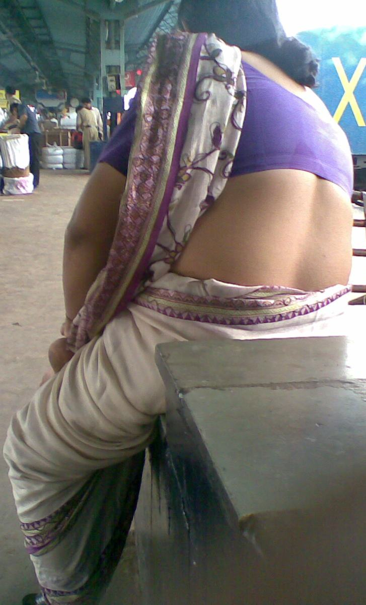 Puffy telugu palleturi aunty back side photos somebody