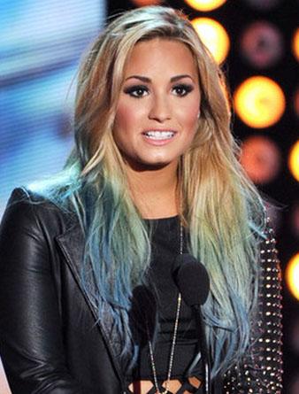 ünlülerin mavi saçları