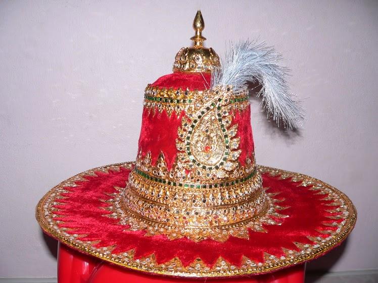หมวกสมเด็จพระนเรศวร  2,000-3,500บาท