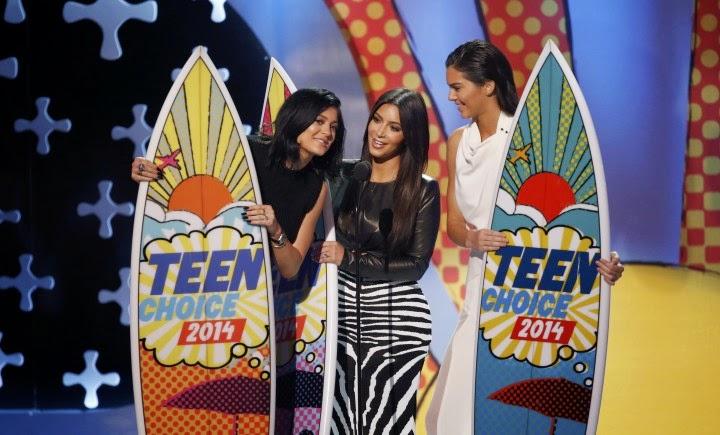 Kylie Jenner and Kim Kardashian at the 2014 Teen Choice Awards