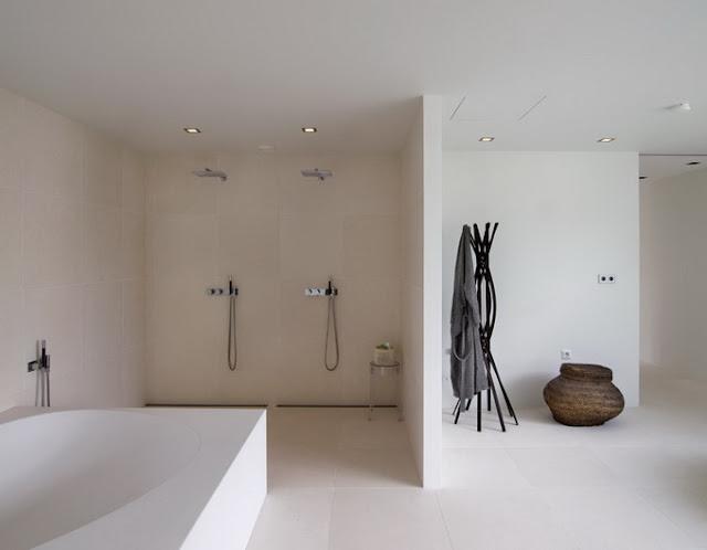 Ванная комната больших размеров