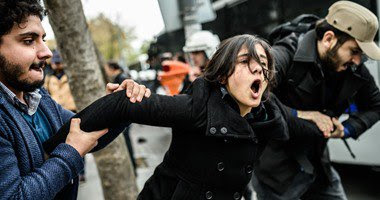 تسجيل يلتقط صور لشاحنات تركية تنقل اسلحه لداعش تتسبب في اعتقال صحفي ورئيس تحرير
