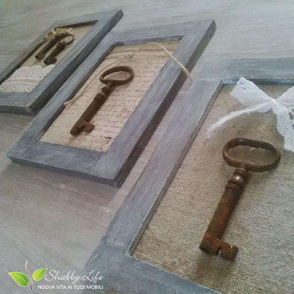 Shabbylife tutorial quadretti shabby chic con vecchie chiavi for Scritte in legno shabby