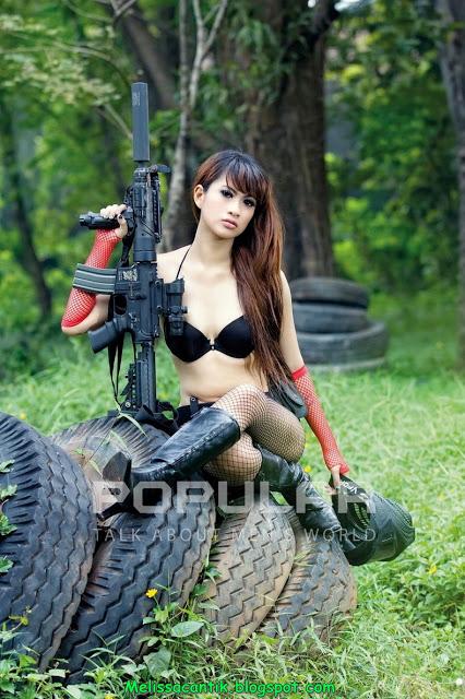 Merynda Putri, Model Bergaya Hot & 5eksi di Majalah Popular
