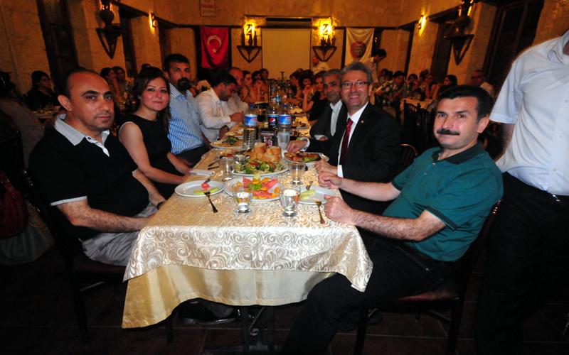 tarsus avukatlar yemeği toplantısı