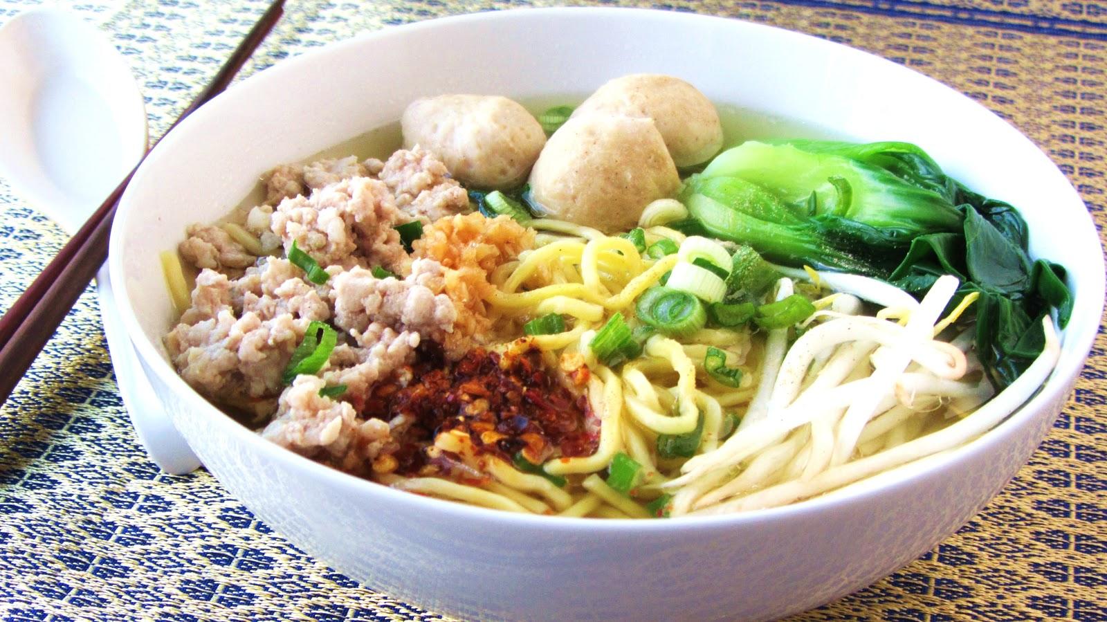 Let's eat.....simple!: Ramen Noodle Soup with Pork Meatballs