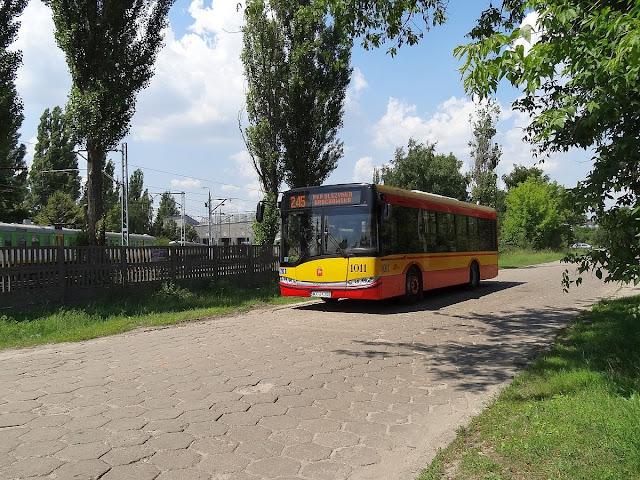 Autobus kursujący na osiedle Dudziarska w Warszawie