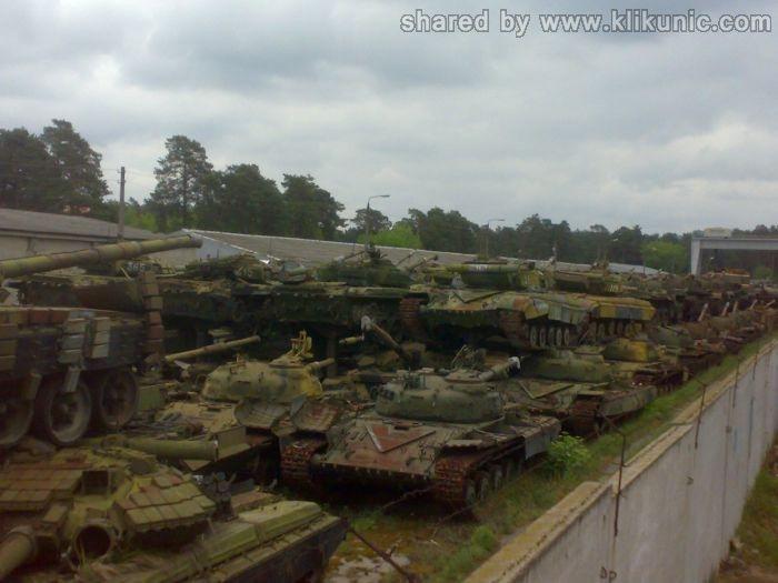 http://1.bp.blogspot.com/-IVCFa4nBD2g/TXIq2S9ndMI/AAAAAAAAP40/deqRyqqUp4k/s1600/panzer_cemetery_in_kiev_08.jpg