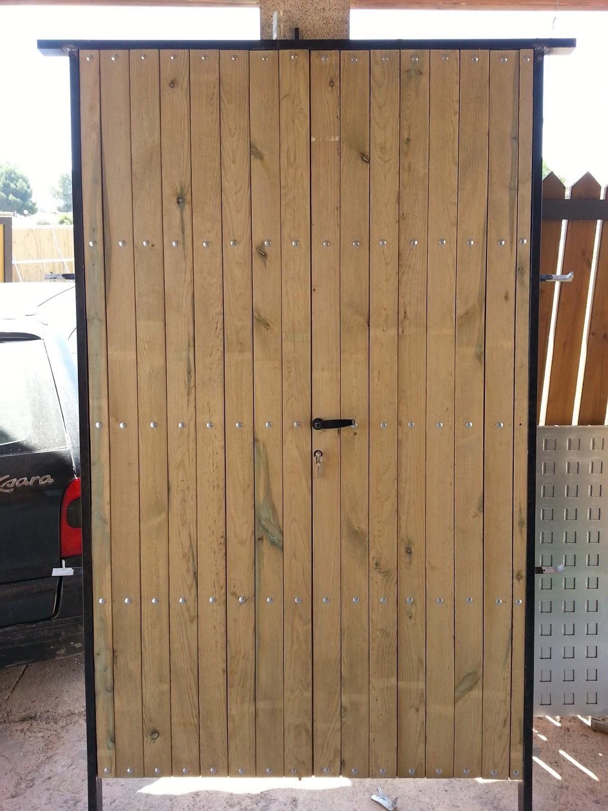 Puertas correderas de hierro revestidas de madera para for Puertas de madera para casas de campo