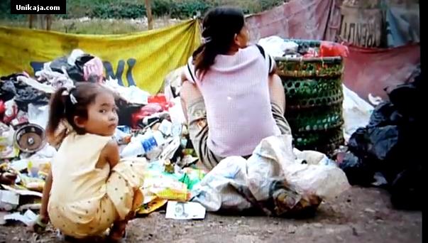 image 1 Video Kisah Nyata Tukang Sampah di Indonesia, Menjadi Perhatian Masyarakat Dunia [Miris & Prihatin]