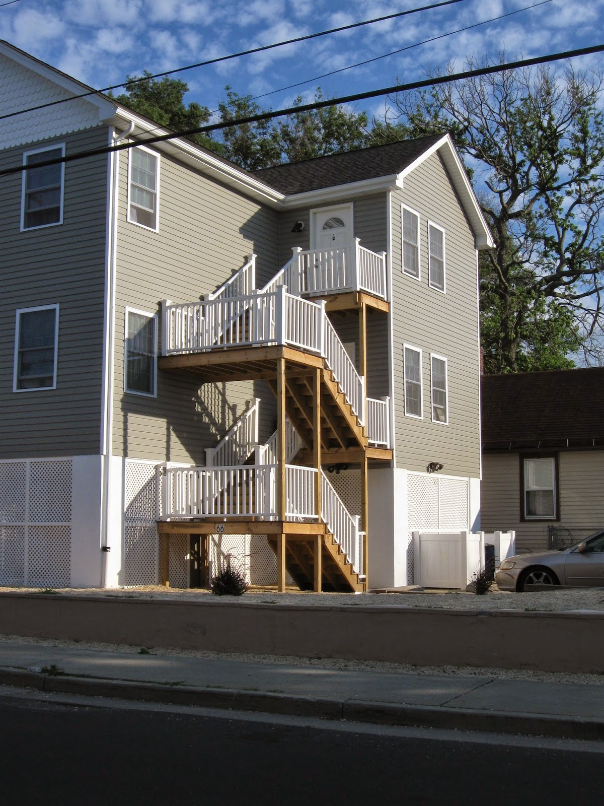 Keenbug tall houses of keansburg union beach for Concrete pilings for house