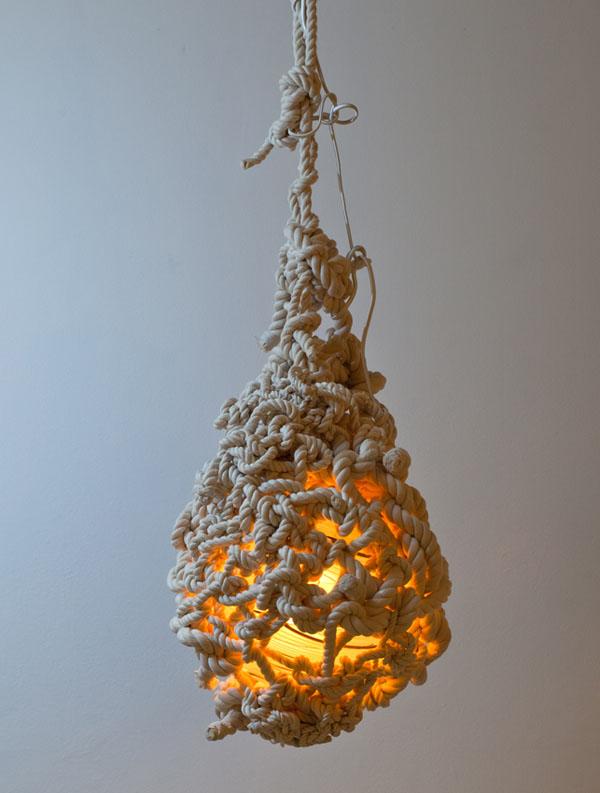 lampara colgante revestida de cuerdas