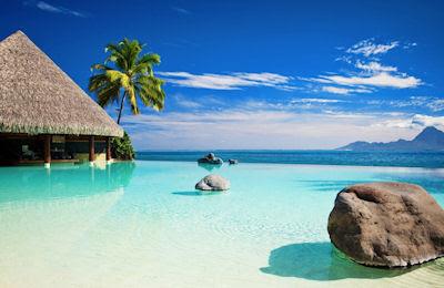 Agua de color turquesa en las Islas Maldivas - Amazing Beach