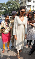Actress Deepika Padukone Pictures at Siddhivinayak Temple visit in Mumbai 0010.jpg