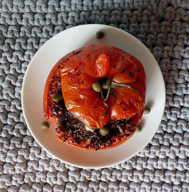 pomidor boombunia, quinoa, oliwki, kapary, bez glutenu
