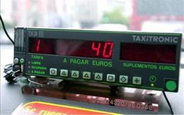 taxímetro de un taxi de Madrid marcando el precio de 40 euros