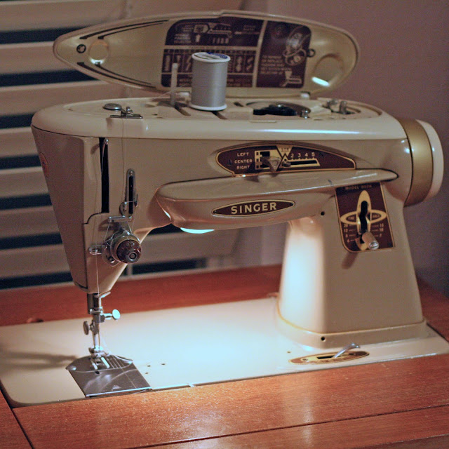 Why I Love My Old Singer 40 Sewing Machine Melly Sews Custom Singer Sewing Machine Cabinet 1960