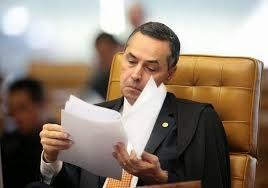 Barroso confunde política com justiça - Propositalmente