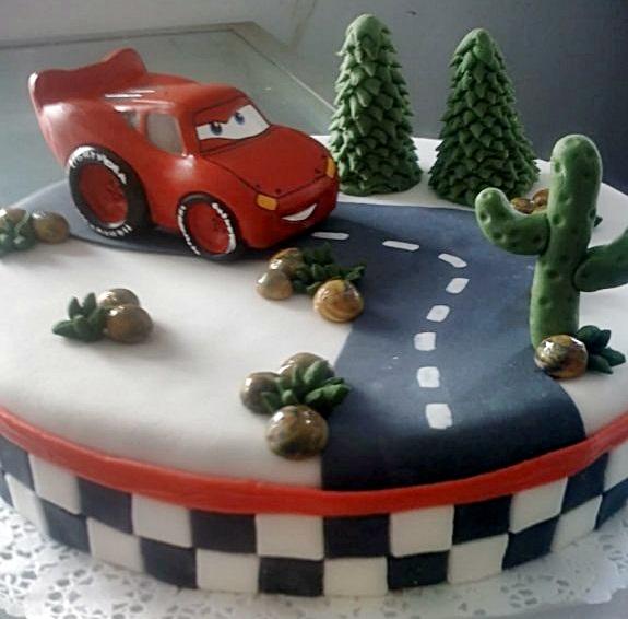 Tortas y decoraciones torta de cars for Decoracion de tortas espejo