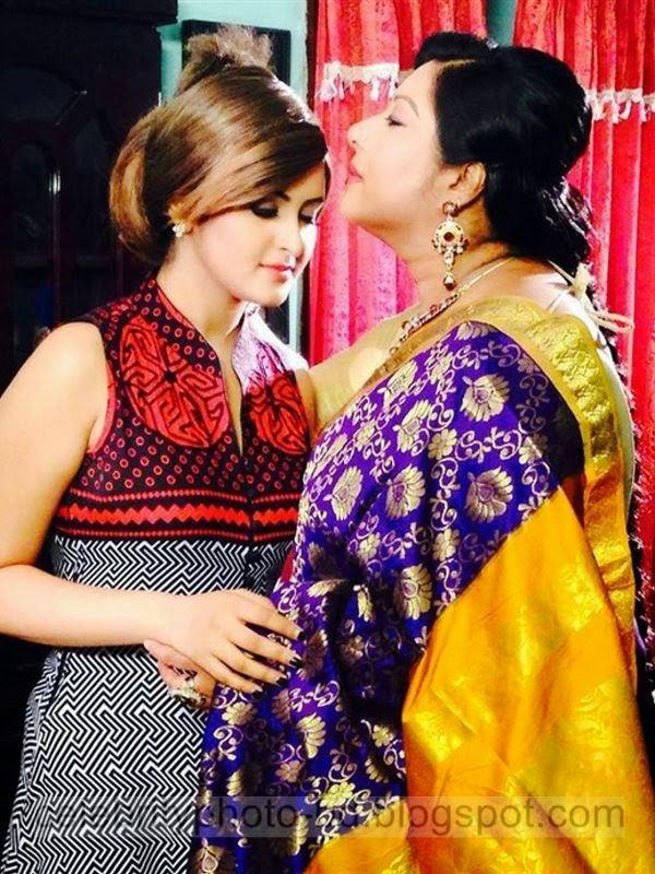 Pori+Moni+and+Shakib+Khan's+Latest+Hot+Photos+From+Bangla+Movie+Dhumketu+(2014+)015