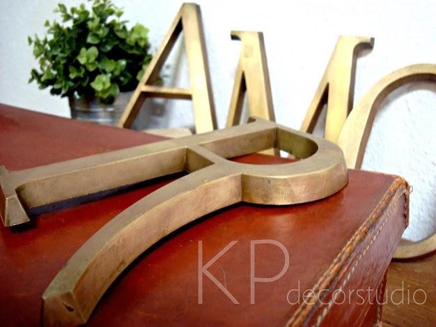 Letras vintage de latón para decorar. Palabras vintage love y amor para decoración. Venta de letras antiguas online