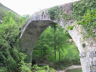 Cangas de Onís, Puente Dobra