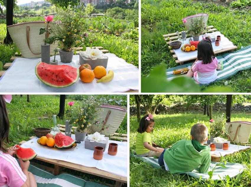Merendando en la mesa del picnic del huerto con un palet y los diy floreros de cemento1