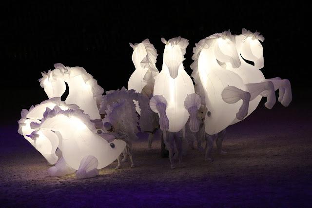 Le spectacle de Chevaux illuminés de retour dans l'Ouest pour des festivités de rues réussies (Noel en Bretagne et Poitou Charentes)