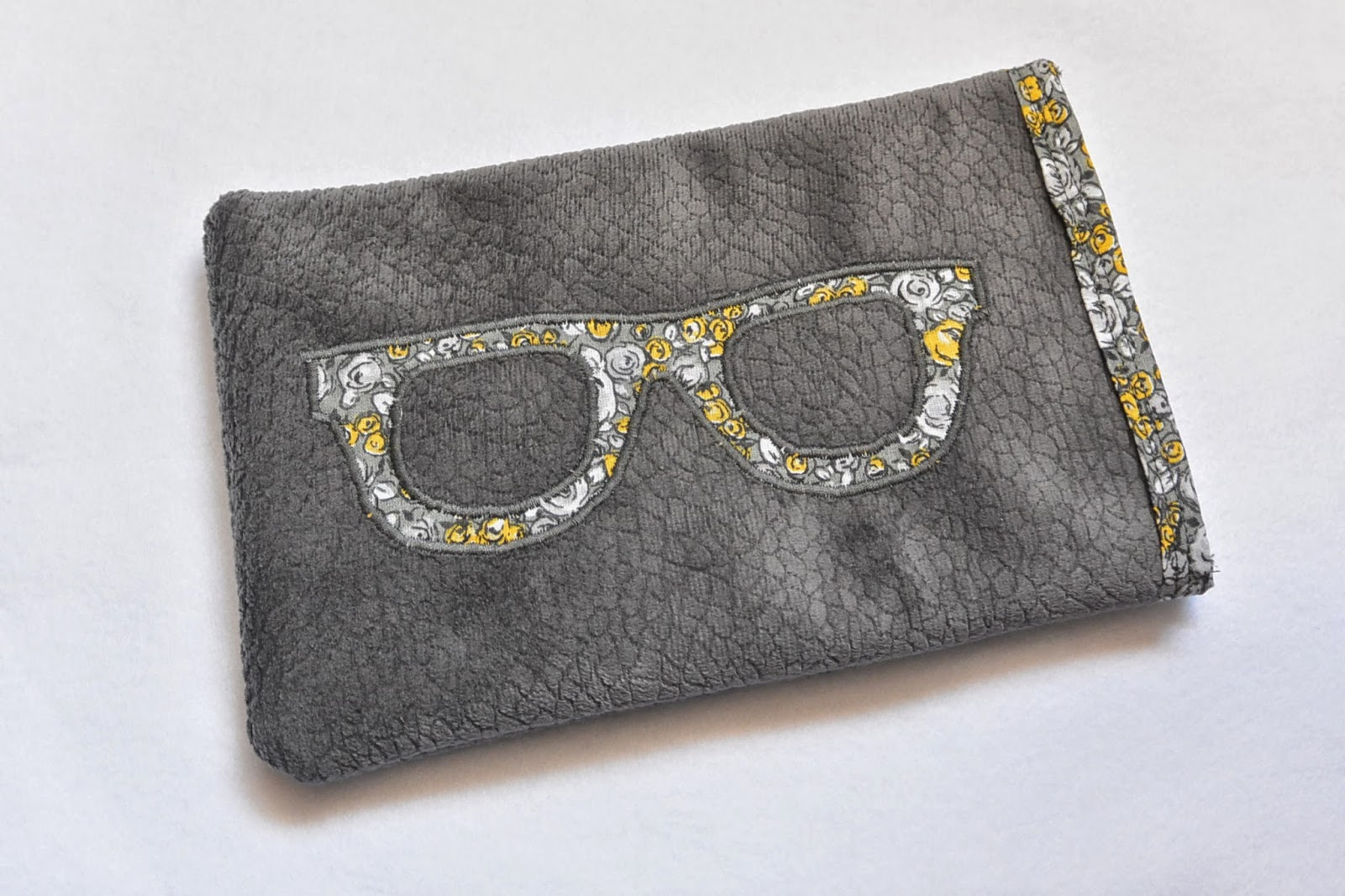 housse tablette 7 pouces velours et liberty thème lunette Ray Ban