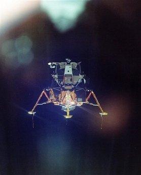 6 Menganalisa Peristiwa Pendaratan Manusia Pertama Kali Di Bulan